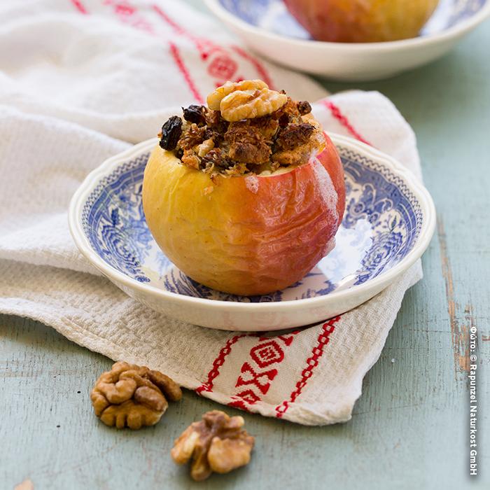 Μήλα ψημένα με ξηρούς καρπούς και αποξηραμένα φρούτα
